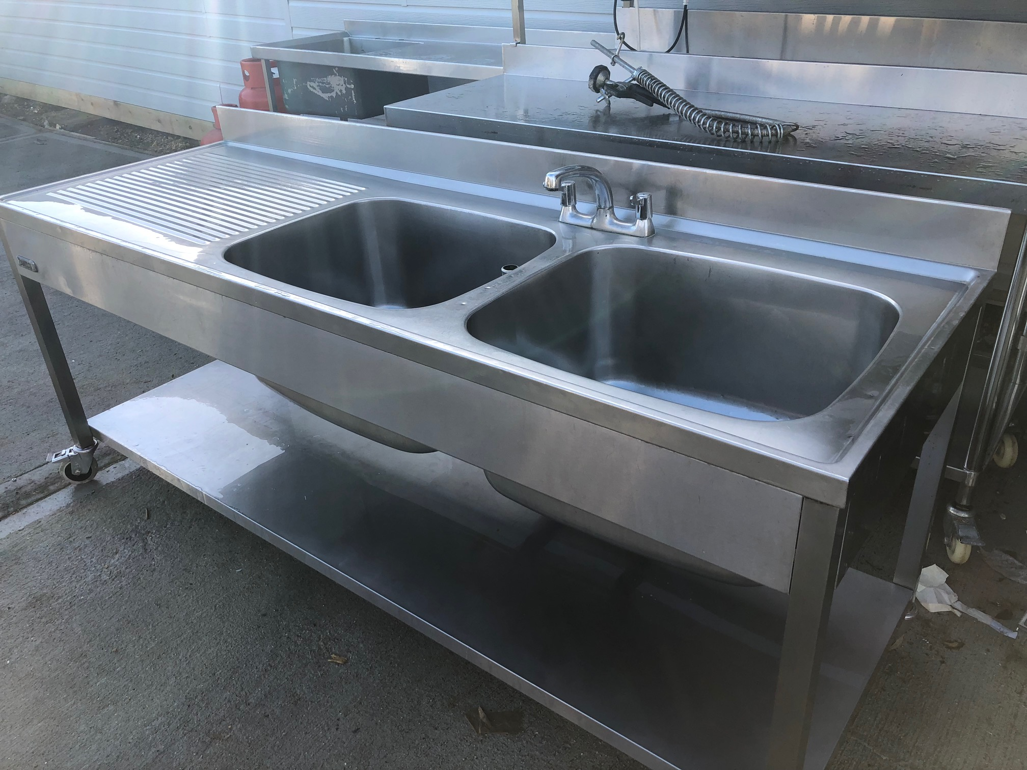 Stainless Steel Commercial Sink With 2 Big Bowls With Self Underneath