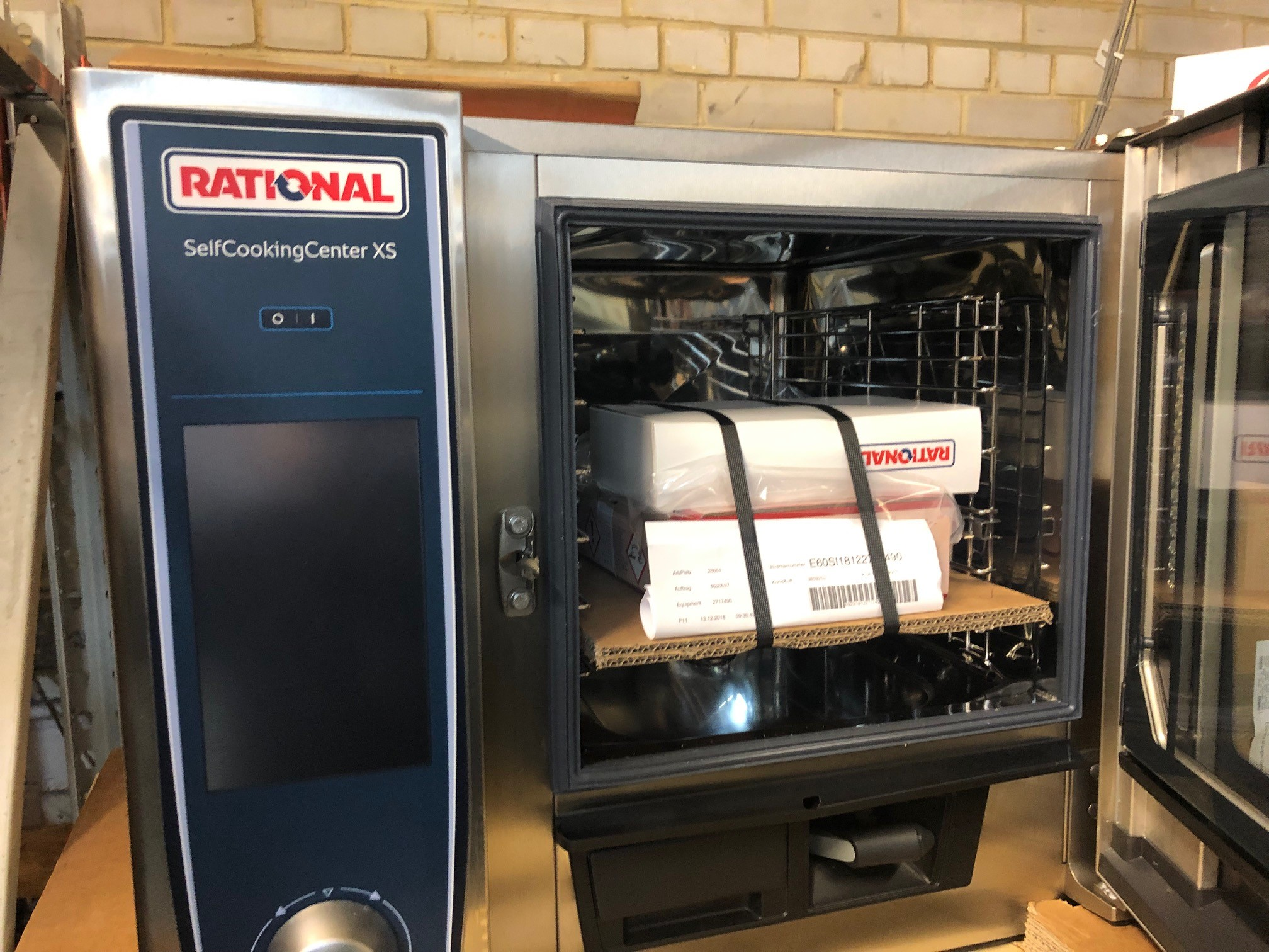 Rational SCCXS 6 Grid 2/3GN Electric Self Cooking Center 2018 Oven – 3 PhaseYou are looking at a very niceRationalSCCXS 6 Grid 6 in stock all 2018 model 2/3GN Electric Self Cooking Centre / Combination Oven – 3 Phase